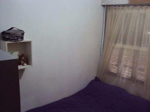 Apartamento térreo de 01 dormitório no bairro Partenon, próximo a Avenida Bento Gonçalves. Transformado para 02 dormitórios, living para 02 ambientes, área de serviço separada, facilidade no deslocamento.