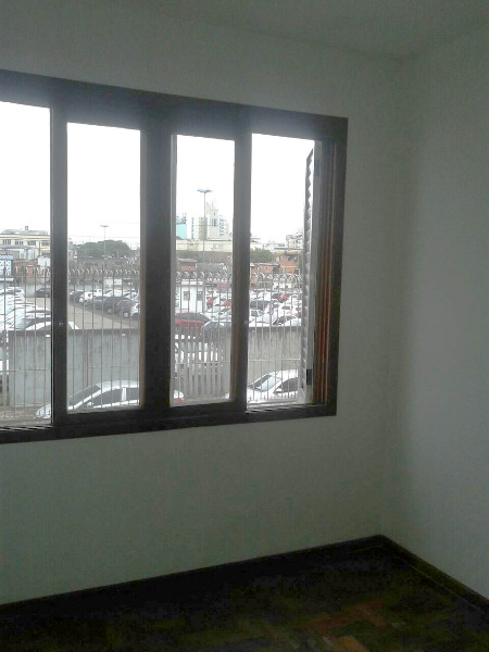 Apartamento no bairro Azenha, próximo a Zero Hora e Av. Azenha. Com 2 dormitórios, amplo living para 2 ambientes, cozinha e área de serviço. Com pilotis e portaria 12h.